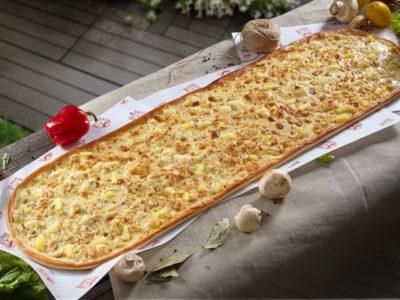 Метровая пицца Гавайская от Big Benny. Общий вид