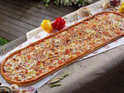 Метровая пицца Барбекю от Big Benny. Общий вид