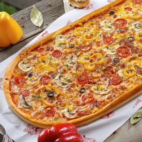 Метровая Вегетарианская пицца от Big Benny.