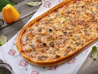 Метровая Куриная пицца от Big Benny. Полный вид