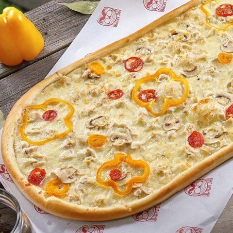 Метровая Куриная пицца от Big Benny.