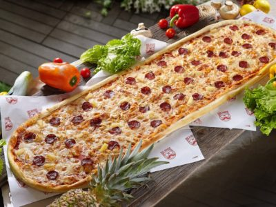 Метровая пицца Ковбой от Big Benny. Полный вид