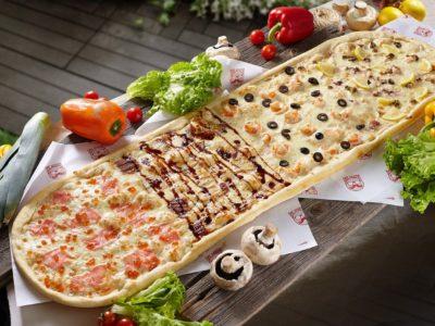 Метровая пицца 4 океана от Big Benny. Полный вид