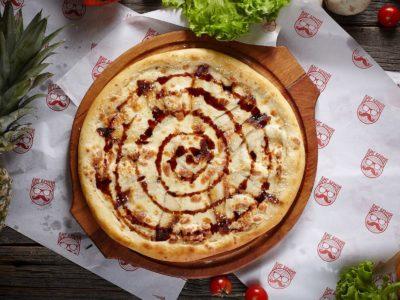 """Пицца """"Чиз Угорь"""" от Big Benny."""